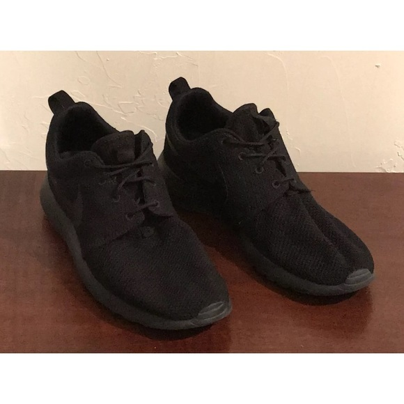 be2527d220a6 Nike Roshe Run One Men Size 9.5 Triple Black Shoes.  M 5bd0e787baebf6d6d1e2a630